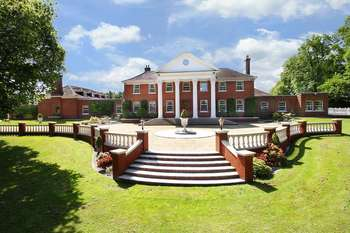 7 Bedrooms Detached House for sale in Albyns Hall, Stapleford Tawney