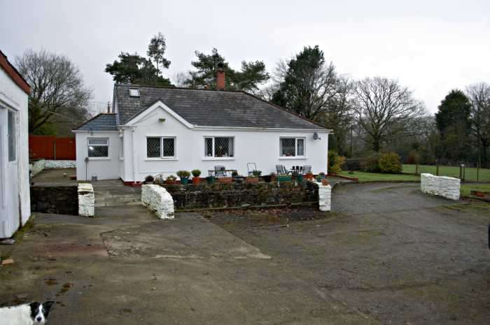 4 Bedrooms Bungalow for sale in Neath, SA10 7YN
