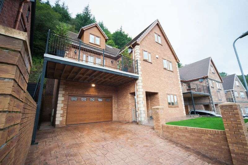 6 Bedrooms Detached House for sale in The Glade, Blackwood