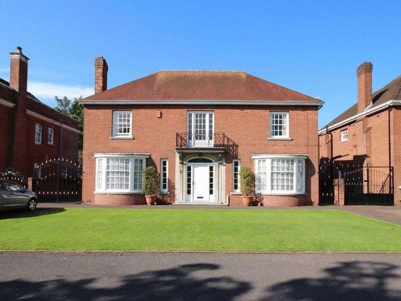 4 Bedrooms Detached House for sale in Queen Anne Square, Cathays Park