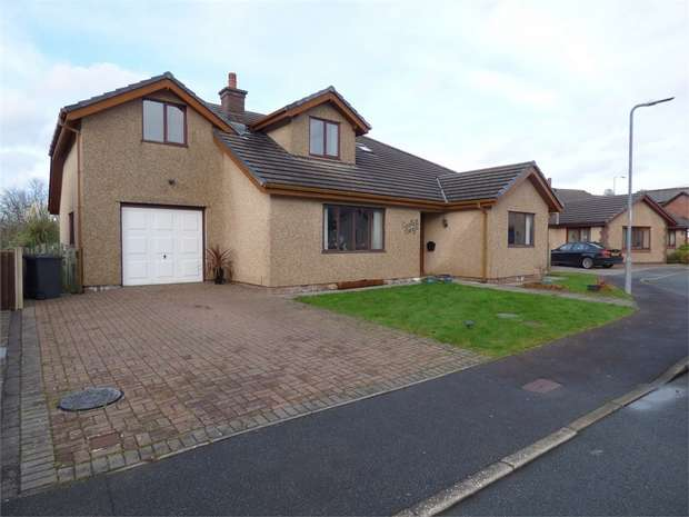 4 Bedrooms Detached House for sale in Parc Conwy, Llanrwst, Conwy