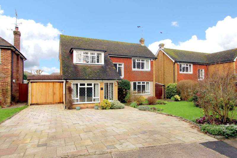 4 Bedrooms Detached House for sale in Whytingham Road, Tring