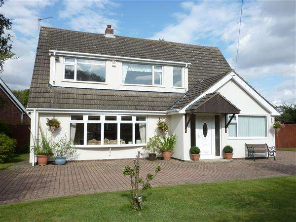 5 Bedrooms Detached House for sale in PELHAM AVENUE, SCARTHO, GRIMSBY