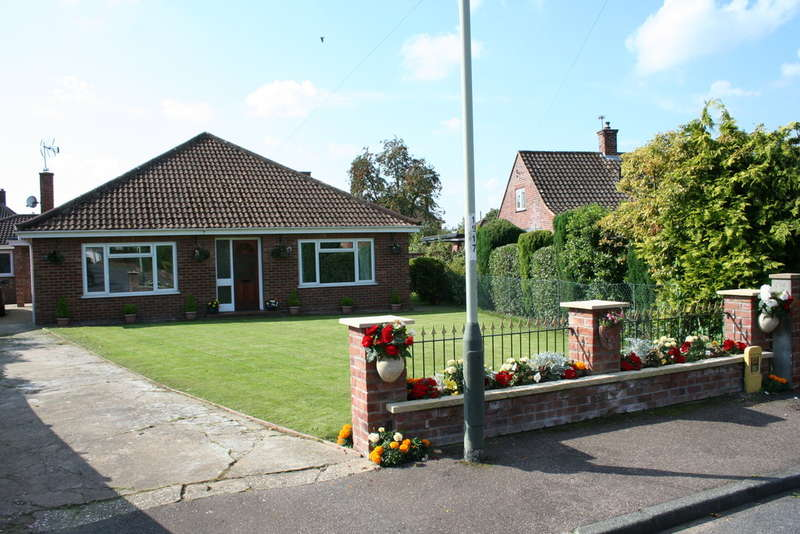 3 Bedrooms Detached Bungalow for sale in NEWTON CLOSE, NORWICH NR4