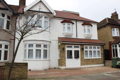 7 Bedrooms Semi Detached House for sale in Ilford