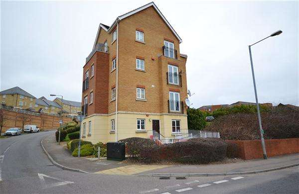 2 Bedrooms Apartment Flat for sale in Coniston Avenue, Purfleet
