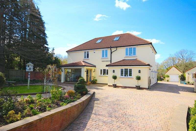 4 Bedrooms Detached House for sale in Old Port Road, Wenvoe, Cardiff