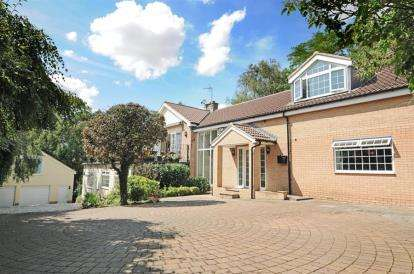 6 Bedrooms Detached House for sale in Main Street, Hillam, Leeds, North Yorkshire