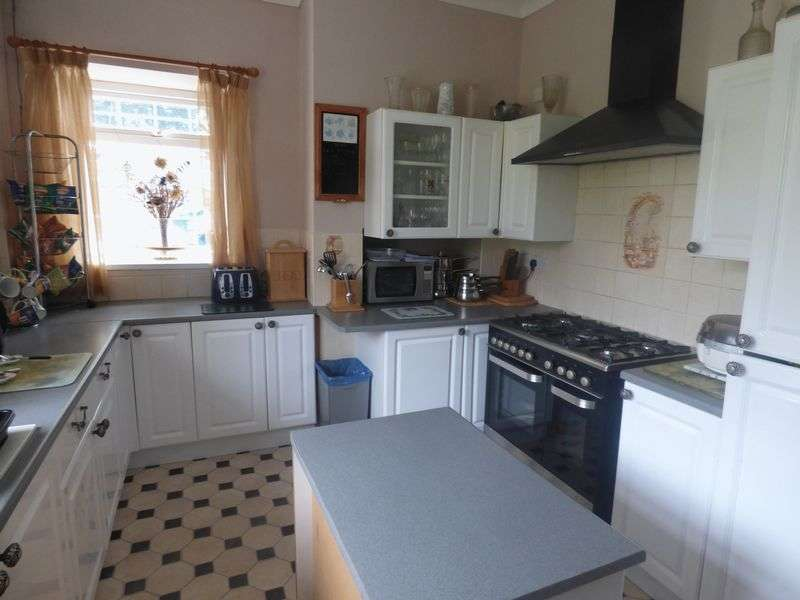 5 Bedrooms Detached House for sale in Gwscwm Road, Burry Port