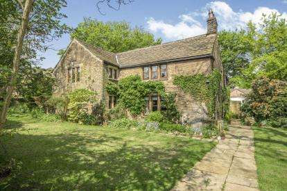 4 Bedrooms Detached House for sale in Green Lane, Hove Edge, Calderdale, West Yorkshire