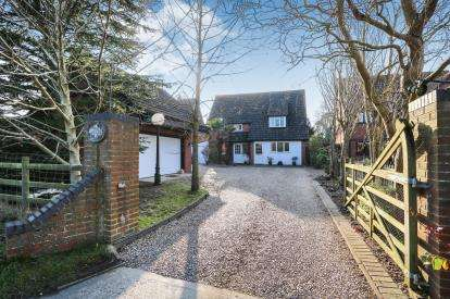 5 Bedrooms Detached House for sale in Old Buckenham, Attleborough, Norfolk