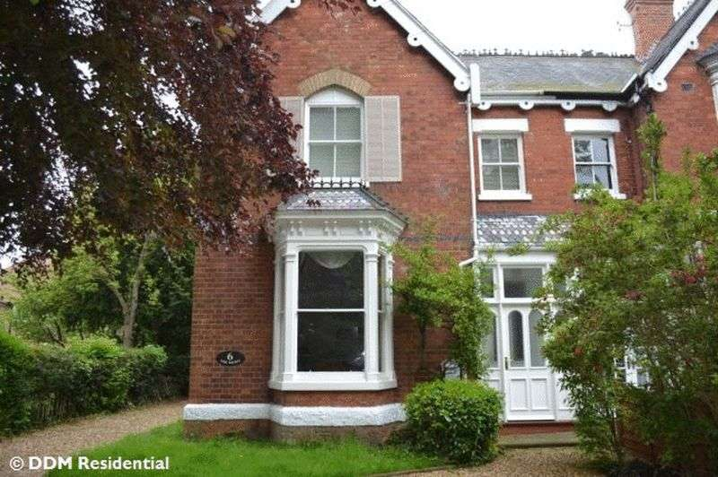 4 Bedrooms Semi Detached House for sale in Welholme Road, Grimsby