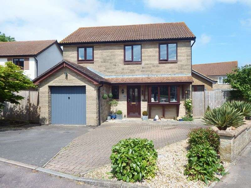 4 Bedrooms Detached House for sale in Maincombe Close, Crewkerne