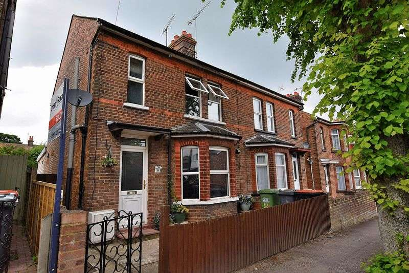 3 Bedrooms Semi Detached House for sale in Clifton Road, Dunstable