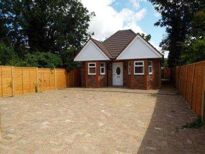 4 Bedrooms Bungalow for sale in Capron Road, Luton, Bedfordshire