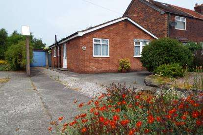 2 Bedrooms Bungalow for sale in Vista Road, Newton-Le-Willows, Merseyside