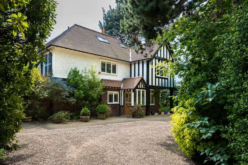 5 Bedrooms Detached House for sale in Ruff Lane, Ormskirk