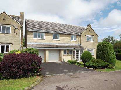 5 Bedrooms Detached House for sale in Clarrie Road, Tetbury, Gloucestershire