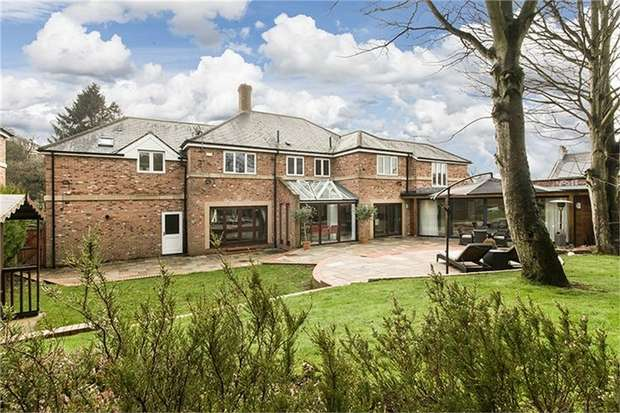 5 Bedrooms Detached House for sale in Lowes Court, Durham