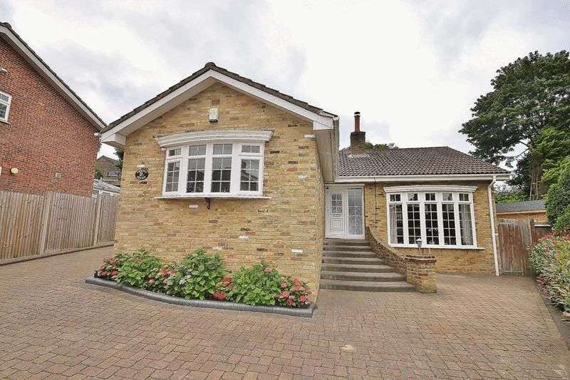3 Bedrooms Detached Bungalow for sale in Warlingham