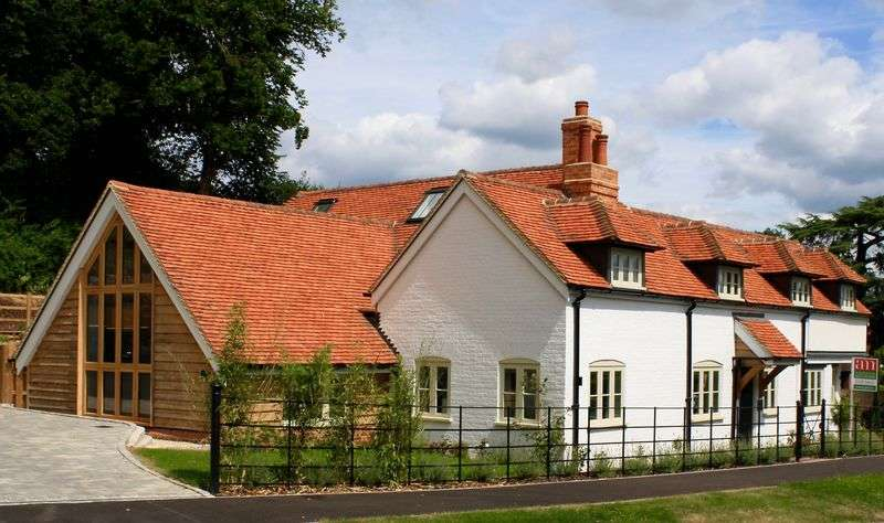 4 Bedrooms Detached House for sale in Henley Road, Marlow.