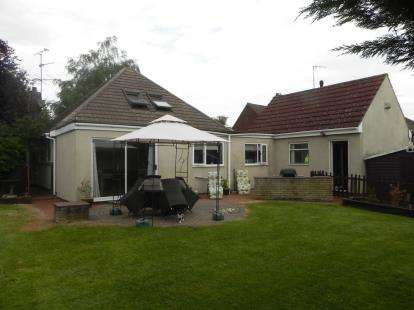 4 Bedrooms Bungalow for sale in Corby Road, Weldon, Corby, Northamptonshire