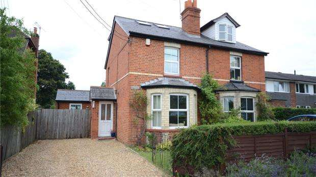 4 Bedrooms Semi Detached House for sale in 11 Rickman Close, Arborfield Cross, Reading, RG2 9PS