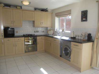 3 Bedrooms End Of Terrace House for sale in Harold Wood, Romford