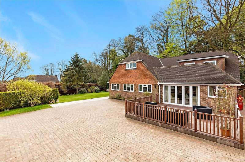 4 Bedrooms Detached House for sale in The Croft, Lodsworth, Petworth, West Sussex, GU28