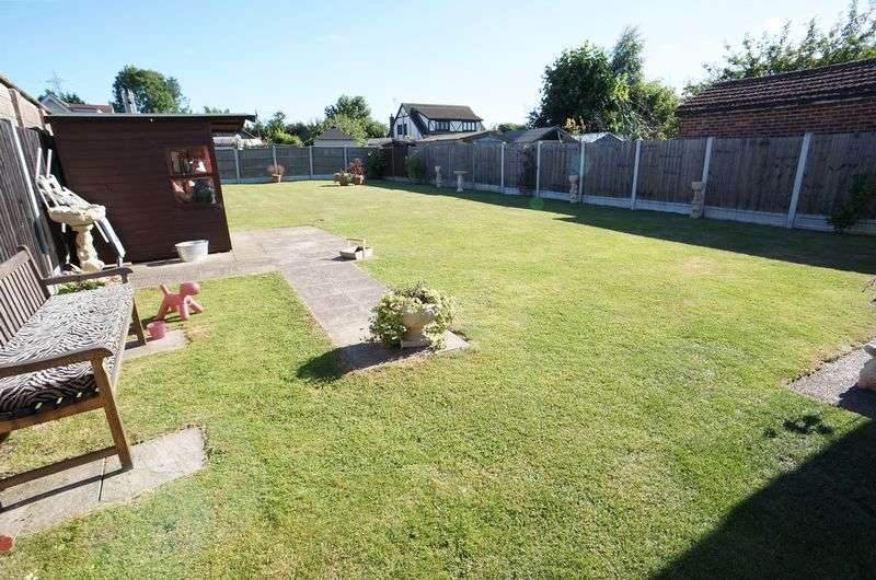 2 Bedrooms Detached Bungalow for sale in Alpha Close, Bowers Gifford