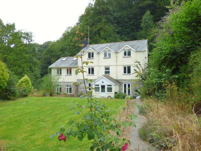 5 Bedrooms Detached House for sale in Gunnislake