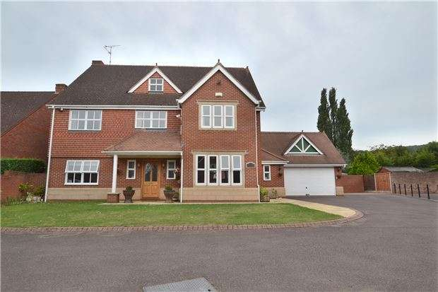 5 Bedrooms Detached House for sale in Larkspear Close, GL1 5LN