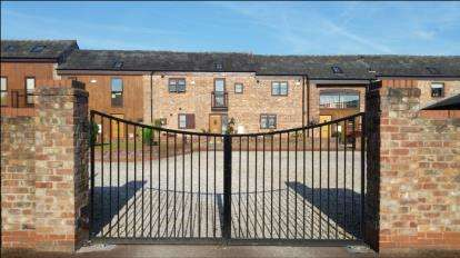 2 Bedrooms Terraced House for sale in Ackers Barn Courtyard, Carrington, Manchester, Greater Manchester
