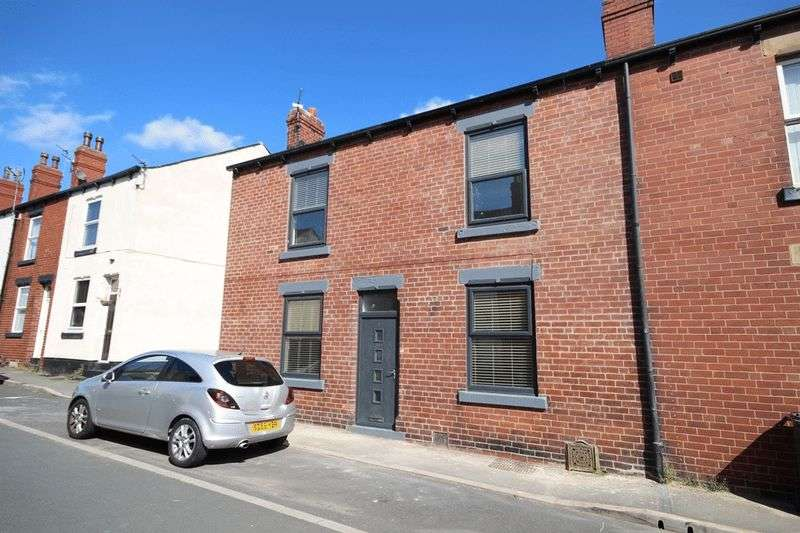 2 Bedrooms Terraced House for sale in Woodland Crescent, Leeds