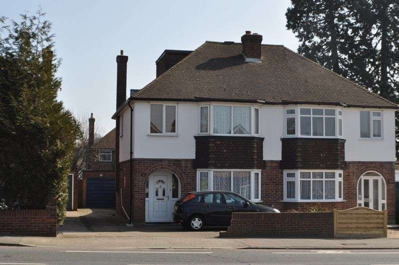 4 Bedrooms Semi Detached House for sale in Hook Road, Chessington