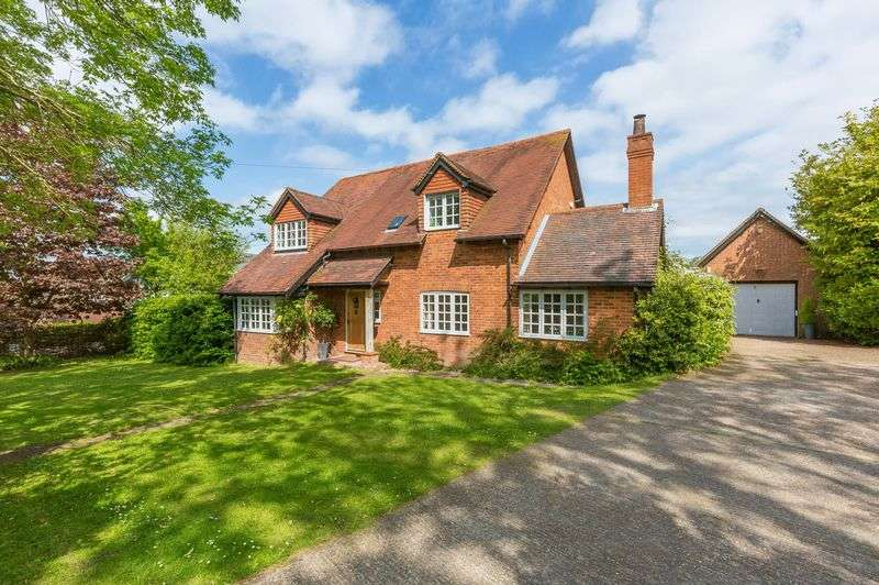3 Bedrooms Detached House for sale in Wendover