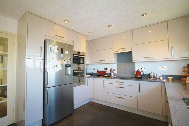4 Bedrooms Detached House for sale in Waterside Park, Redcliffe Bay, Portishead