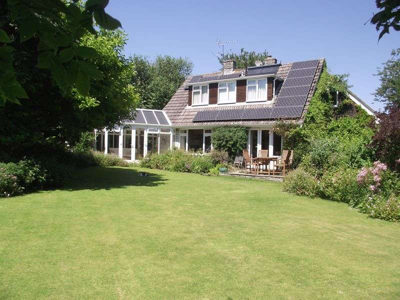 4 Bedrooms Detached House for sale in Affpuddle, Dorchester