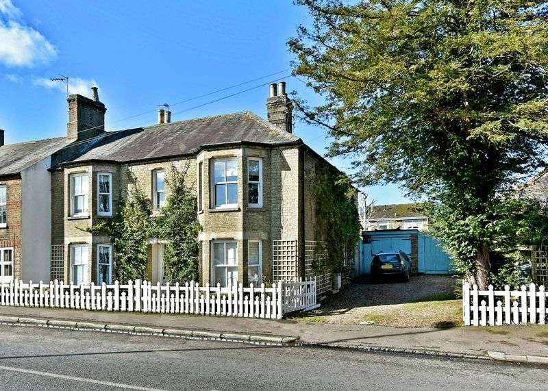 4 Bedrooms Terraced House for sale in Crosshall Road, Eaton Ford, St. Neots