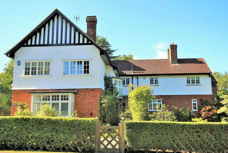 5 Bedrooms Detached House for sale in Glanthams Road, Shenfield