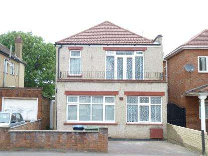3 Bedrooms Detached House for sale in Bowrons Avenue, Wembley