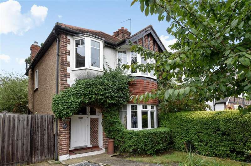 3 Bedrooms Property for sale in Hampton Court Avenue, East Molesey