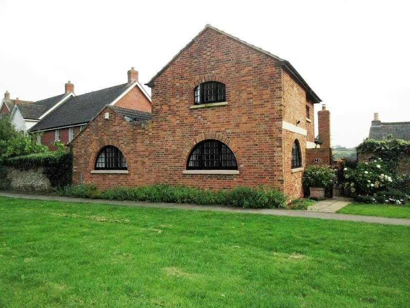 4 Bedrooms Detached House for sale in Folly Chapel, 23 The Green Braunston NN11 7HW