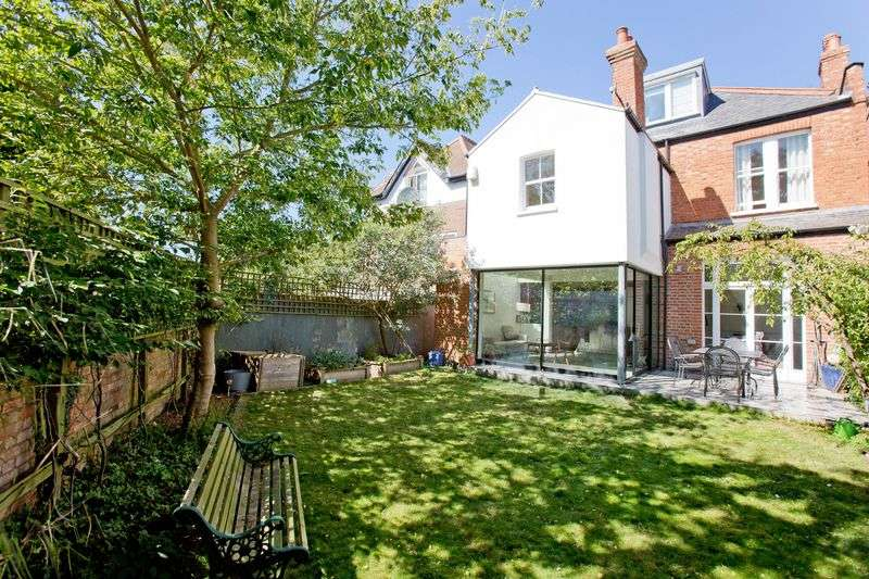 5 Bedrooms Detached House for sale in Keyes Road, Willesden London NW2