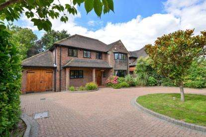 4 Bedrooms Detached House for sale in Oakwood Close, Chislehurst