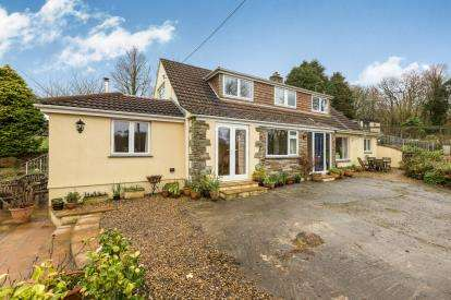 4 Bedrooms Bungalow for sale in Helston, Cornwall