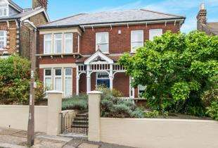 5 Bedrooms Detached House for sale in Castle View Road, Rochester, Kent, .