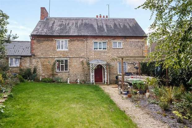 3 Bedrooms Detached House for sale in High Street, Wollaston, Wellingborough, Northamptonshire