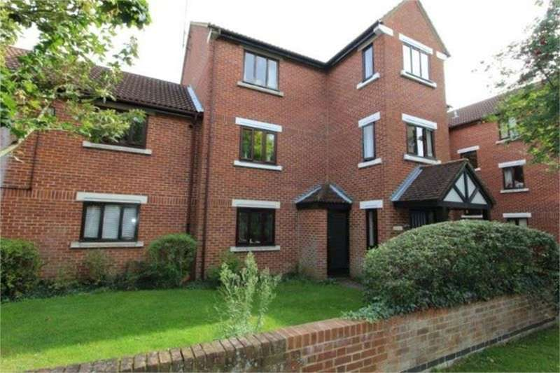 Flat in  Tawny Close  Feltham  TW13  Richmond
