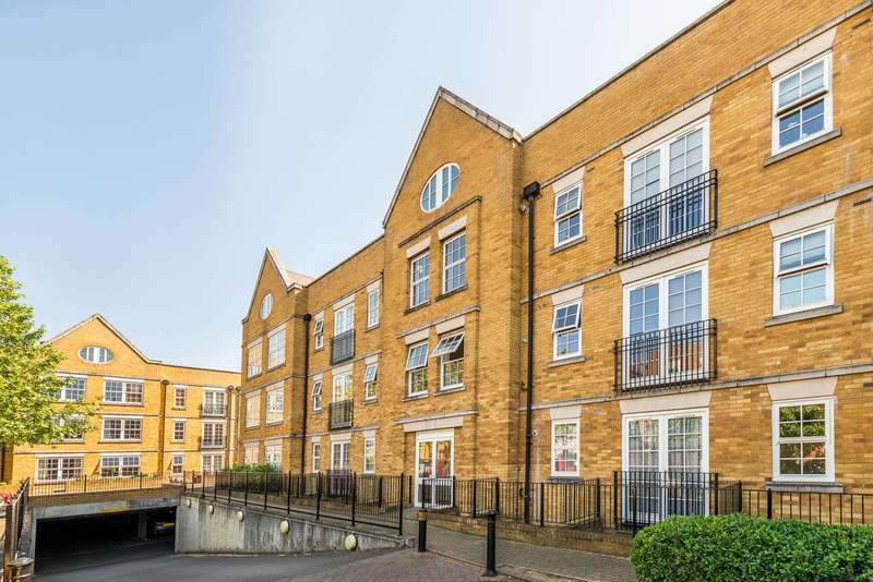 Flat in  Twickenham Road  Isleworth  TW7  Richmond